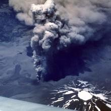 Vista aérea de la erupción