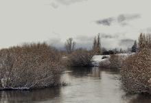 Río Lonquimay, al fondo la antigua estación de trenes